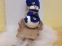 Сніговичок на санчатах